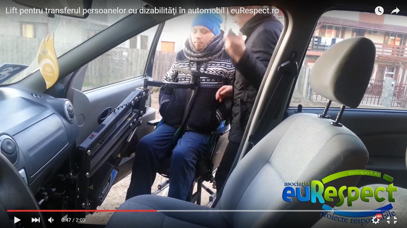 Lift pentru transferul persoanelor cu dizabilităţi în automobil